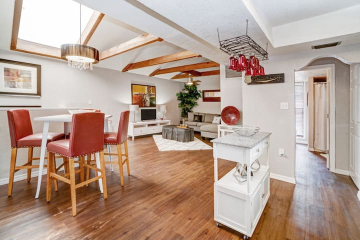 Enjoy the 2nd story open living space with cedar beams and large skylight that brightens the area naturally.