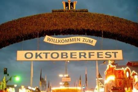 Oktoberfest *** - มิวนิก - อพาร์ทเมนท์
