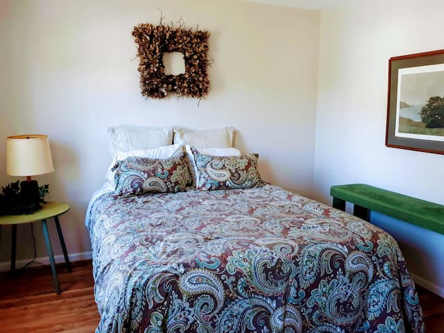 Short term stay in lovely Town home near RTP.