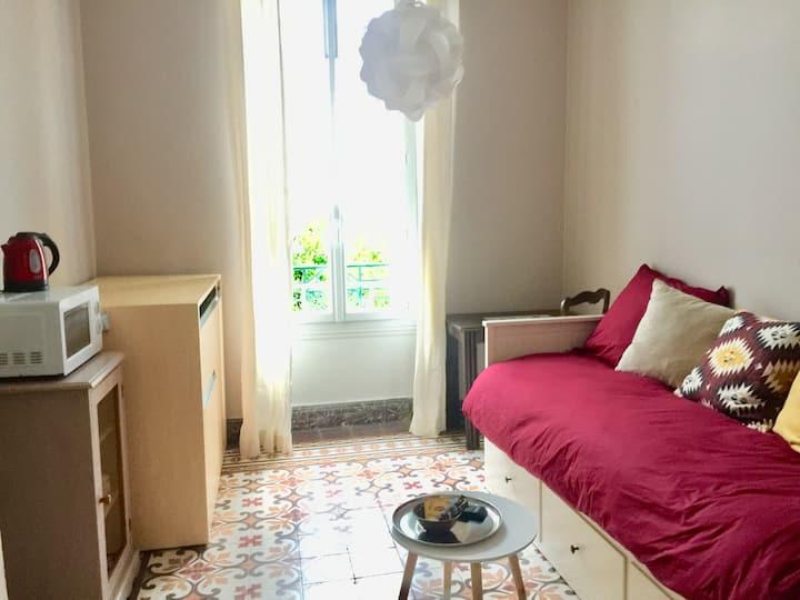 Chambre au cœur de la ville avec kitchennette