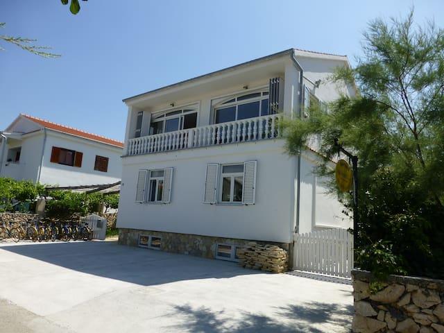 Holiday Apartment in Razanac sleeps 10