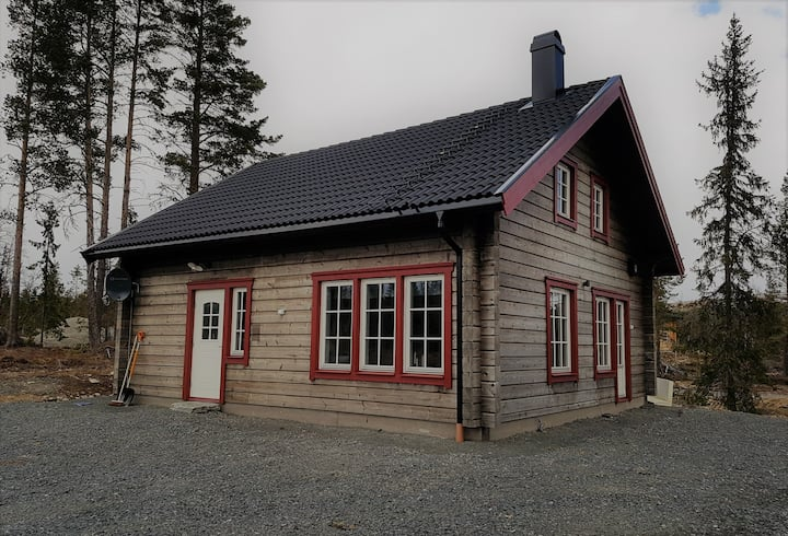 Bo i Grövelsjöfjällen i bekvämt nytt fräscht hus.
