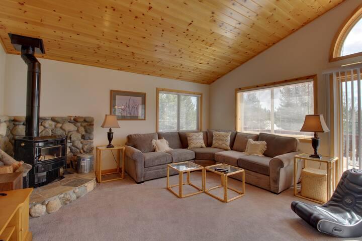 Roomy mountain home w/ shared pool, sauna, hot tub - near golf & the slopes!