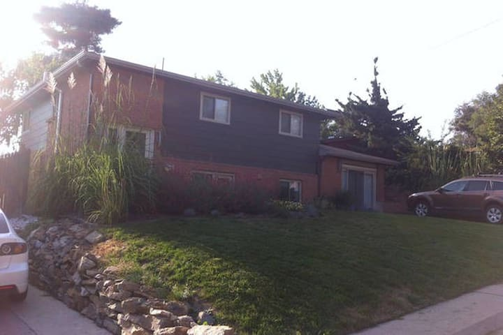 Ivy Spot - 2000sqft House: 3BR/3BA - Denver - House