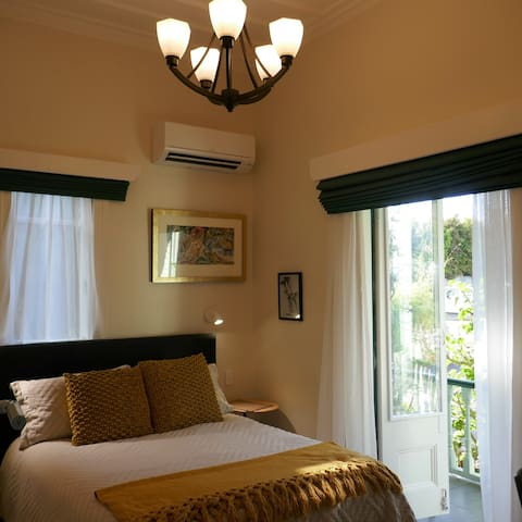 Prime position 4 star Eden Park Kingsland Room 2