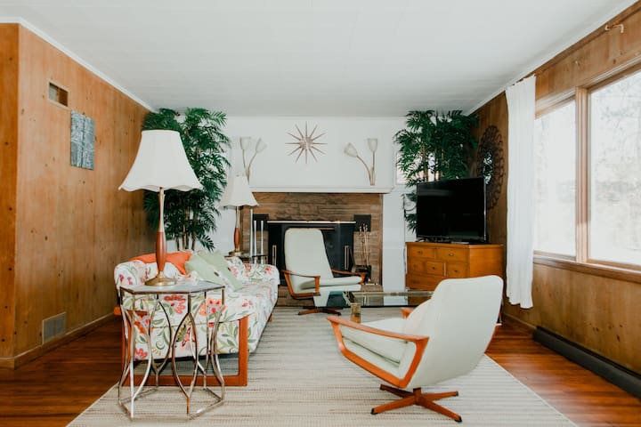 The Mid-Century Mod ☀️Near Lake Michigan Beaches🏖