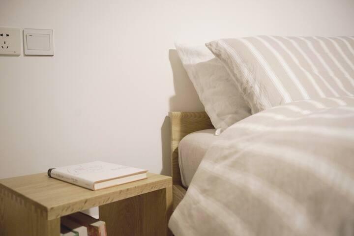 两间卧室/实木禅意家庭式民宿/可住4人/天汉长街(地暖)