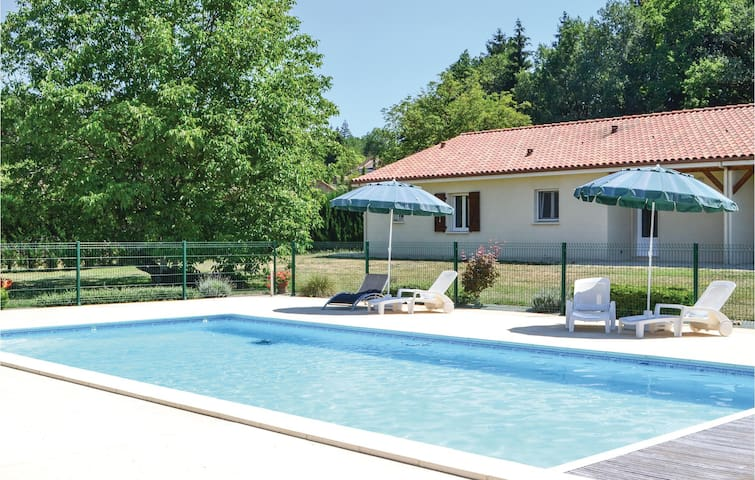 Semi-Detached with 3 bedrooms on 100m² in Savignac-Les-Eglises