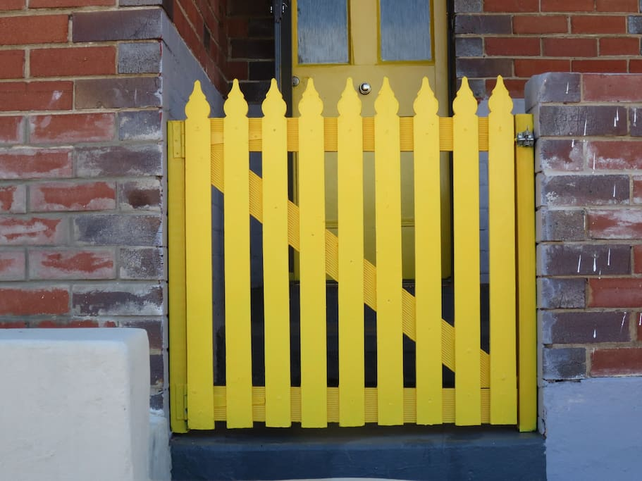 Front Gate: A happy yellow, that you can easily spot from the road!