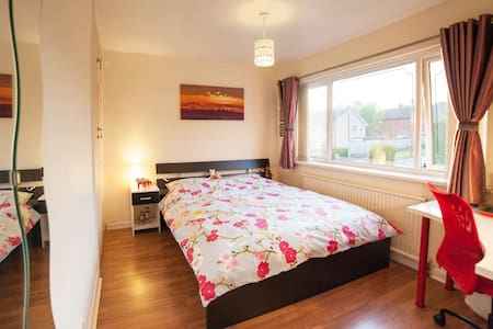 A Simple & Cosy Room in a Nice Area - Stafford