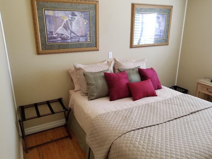 So. Salinas private room in quiet Cul-de-sac