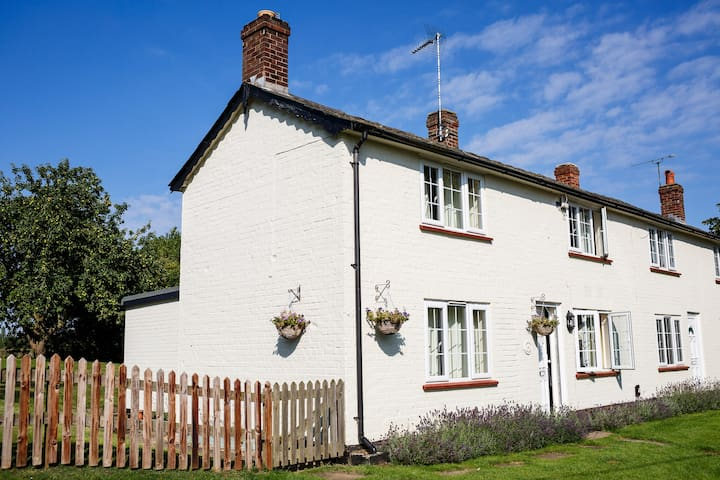 Quaint Cottage - Woodditton - Casa