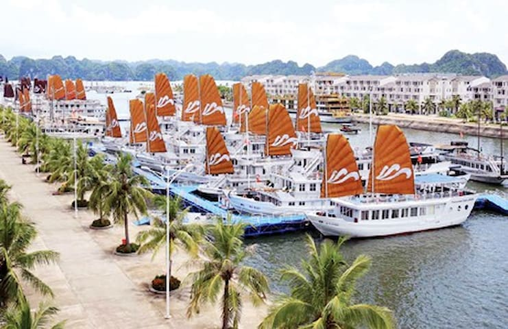 Halong Bay Luxury Vacation Home-La Harbour