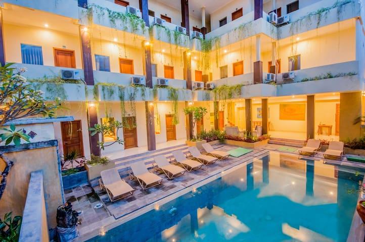 Cheapest Hotel Room Near Canggu & Seminyak! Pool