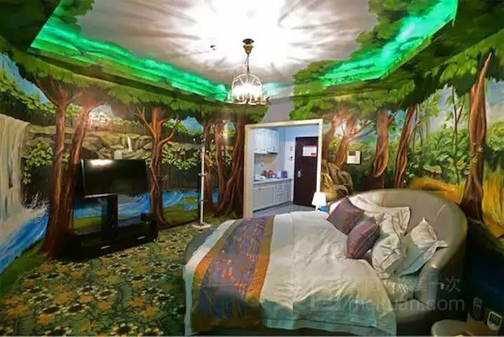 长沙市林科大地铁站旁个性特色圆床房
