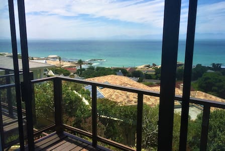 FROGGIES - self contained - 2 bedroom - seaview