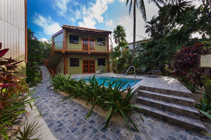 Sandcastle Pool House Hideaway - Caye Caulker - Apartment
