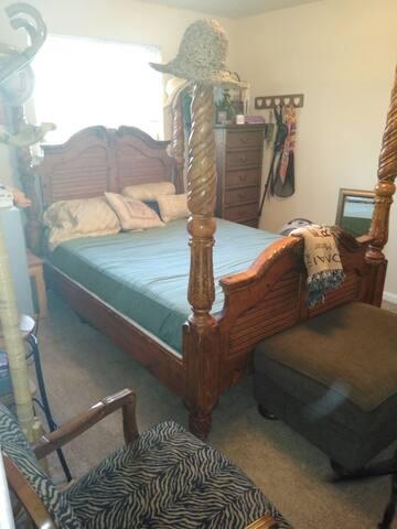 Linda's Apartment