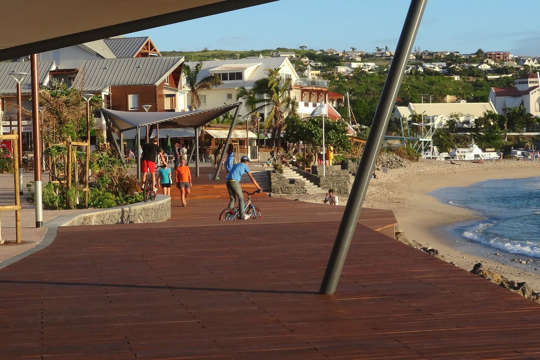 Esplanade et aire de jeux immédiates à 30m