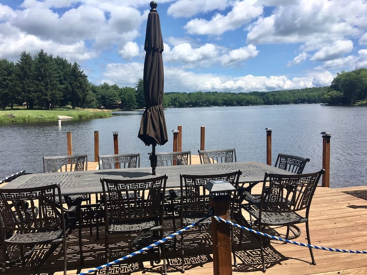 Lakehouse Escape ~ Large Lakefront with Pool Table