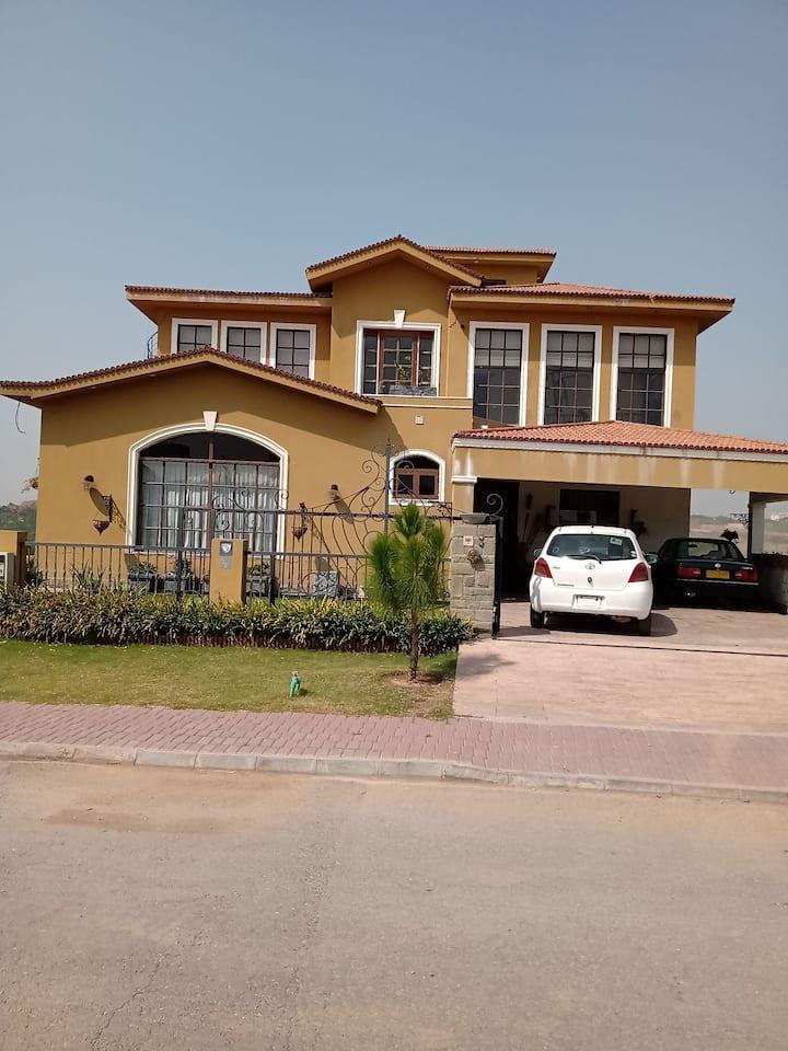Affordable beautiful villa with ravishing rooms!!!