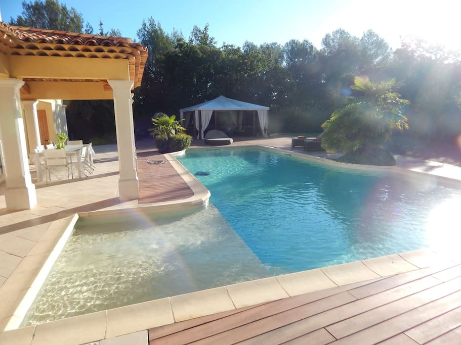 Piscine et terrasse pool house