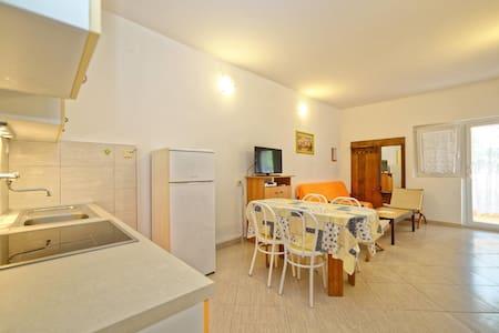 Apartments Zdenko / One Bedroom A12 - Njivice