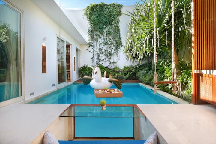 """75% off"" one bedroom private pool, Luxury & Clean"