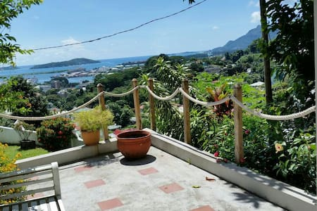 Great view apt. in heart of Mahe - Victoria
