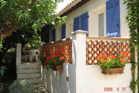 villa dans lotissement calme - Ginestas