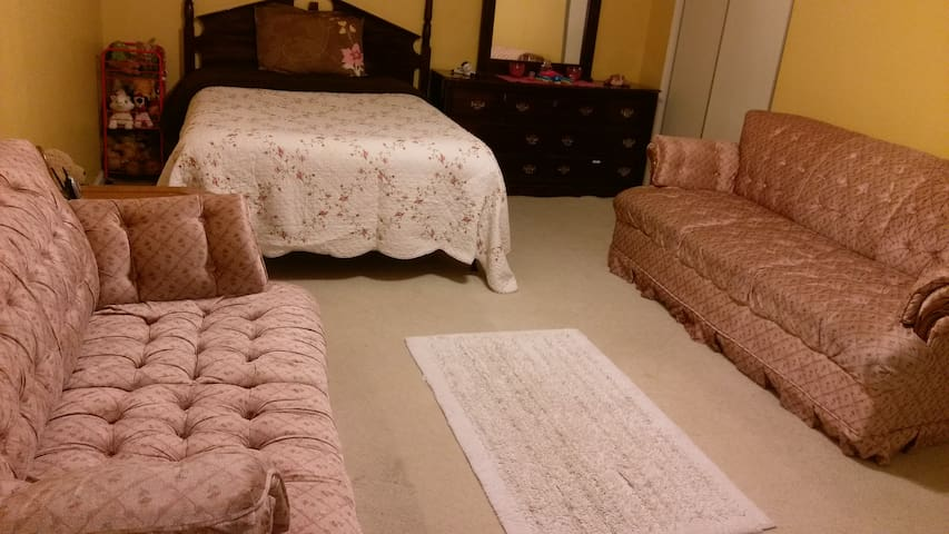 Private room and bath with wifi - Gaithersburg - Huis