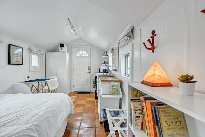 Tiny House - Big Value - Steps from the Ocean