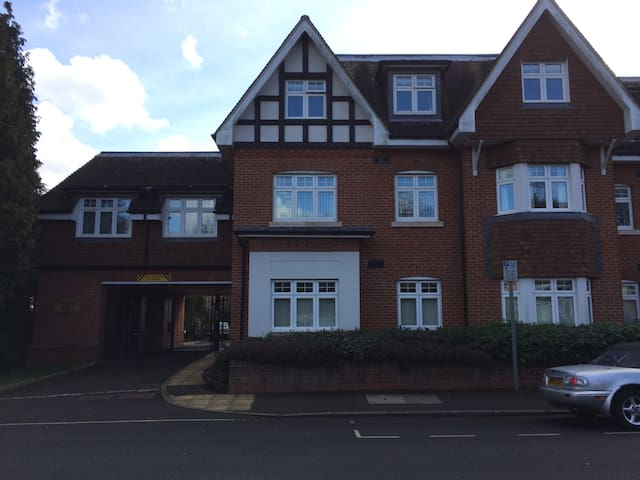 Double bedroom in modern apartment - East Grinstead - Wohnung