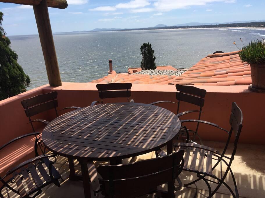 Vista desde la mesa de patio. View from Patio Table.