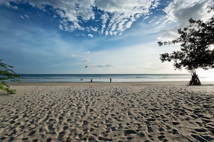Lovely Playa Coco Luxury Beachfront Condo