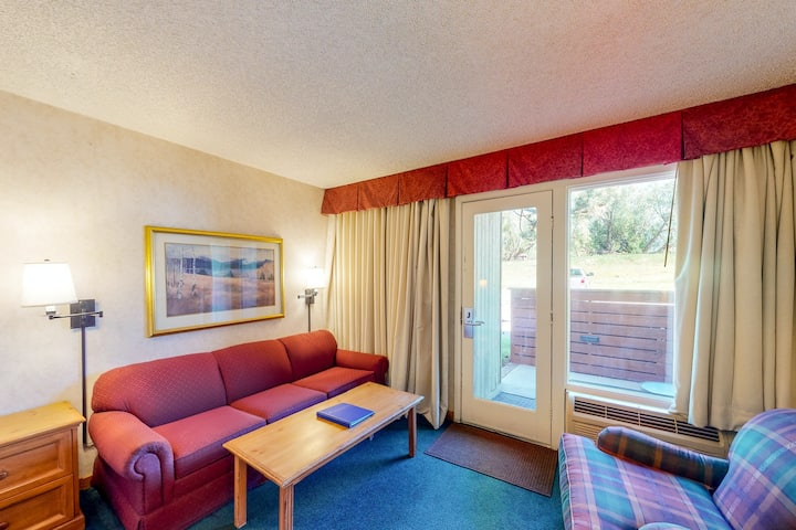 Well-equipped, ski-in/out room w/ WiFi & shared hot tub, pool, gym, lounge area!