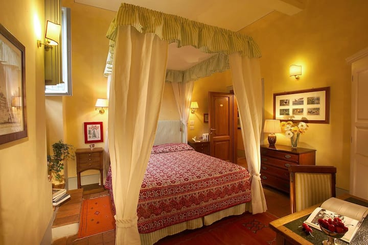 Boutique Room in Central Florence