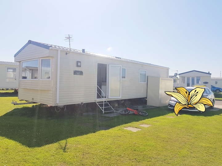 Spacious 6 birth caravan at sandybay caravan park