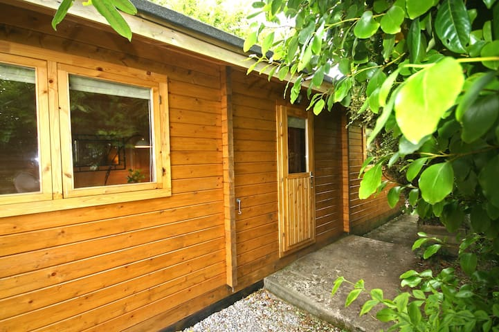 Self Catering Log Cabin in Devon with Hot Tub - Yealmpton - Kabin