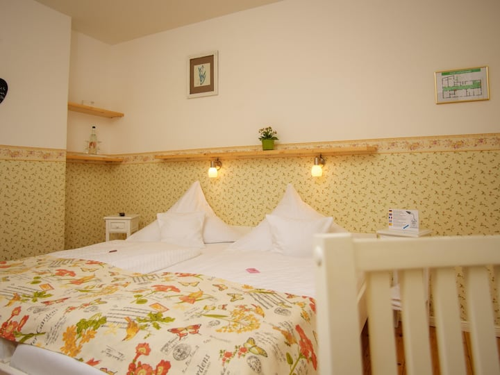 Twin room-Deluxe-Ensuite with Bath-Woodland view