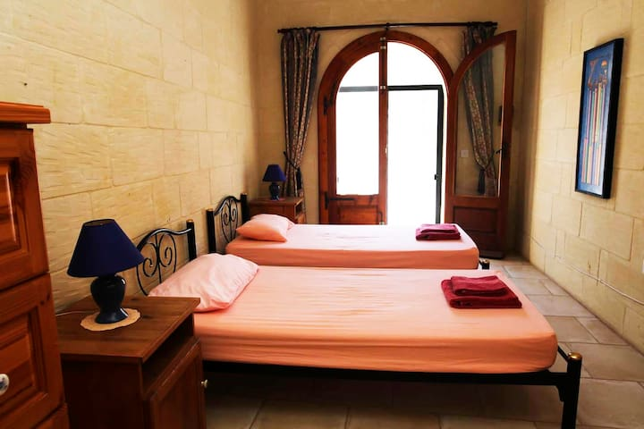 Sunny Bedroom in Stylish House with Pool +2more - Sannat - Dom