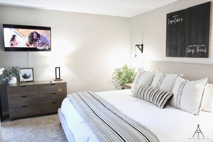 ♛ Near Disneyland & CHOC - King Bed / Office / NEW