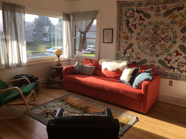 Home away from home- bright and warm in North PDX