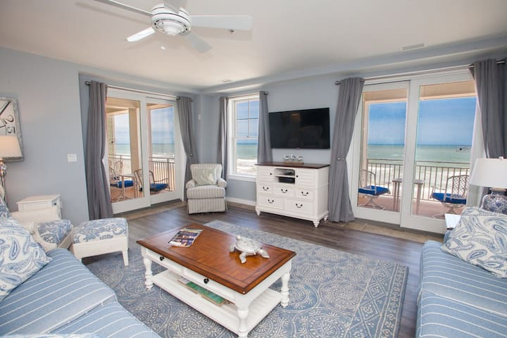B306 Serendipity Sunrise: Watch the Sunrise Off the Horizon From This Three Bedroom Oceanside Unit