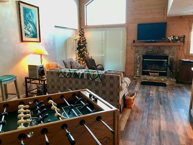 Its Right On the Mountain 3bd/3bath. Updated!