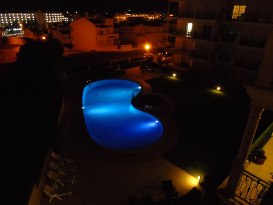 Vista nocturna piscina / Pool by night