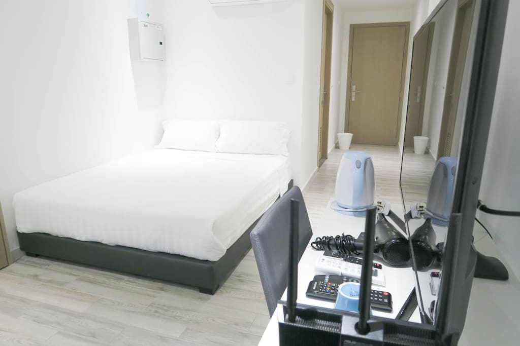 New cozy bedroom suite wifi near somerset orchard for Chambre de commerce singapour
