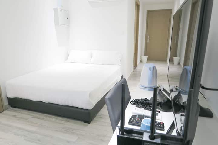 New& Cozy Bedroom Suite/WIFI near Somerset/Orchard