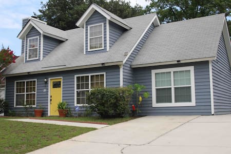 Cozy Home in Southside Savannah