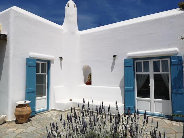 Dreamy traditional Villa Golden Beach